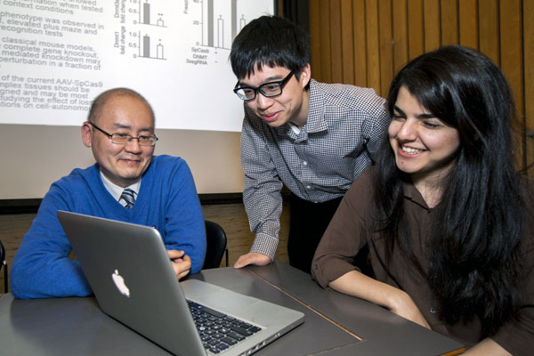 photo of William Ju with students