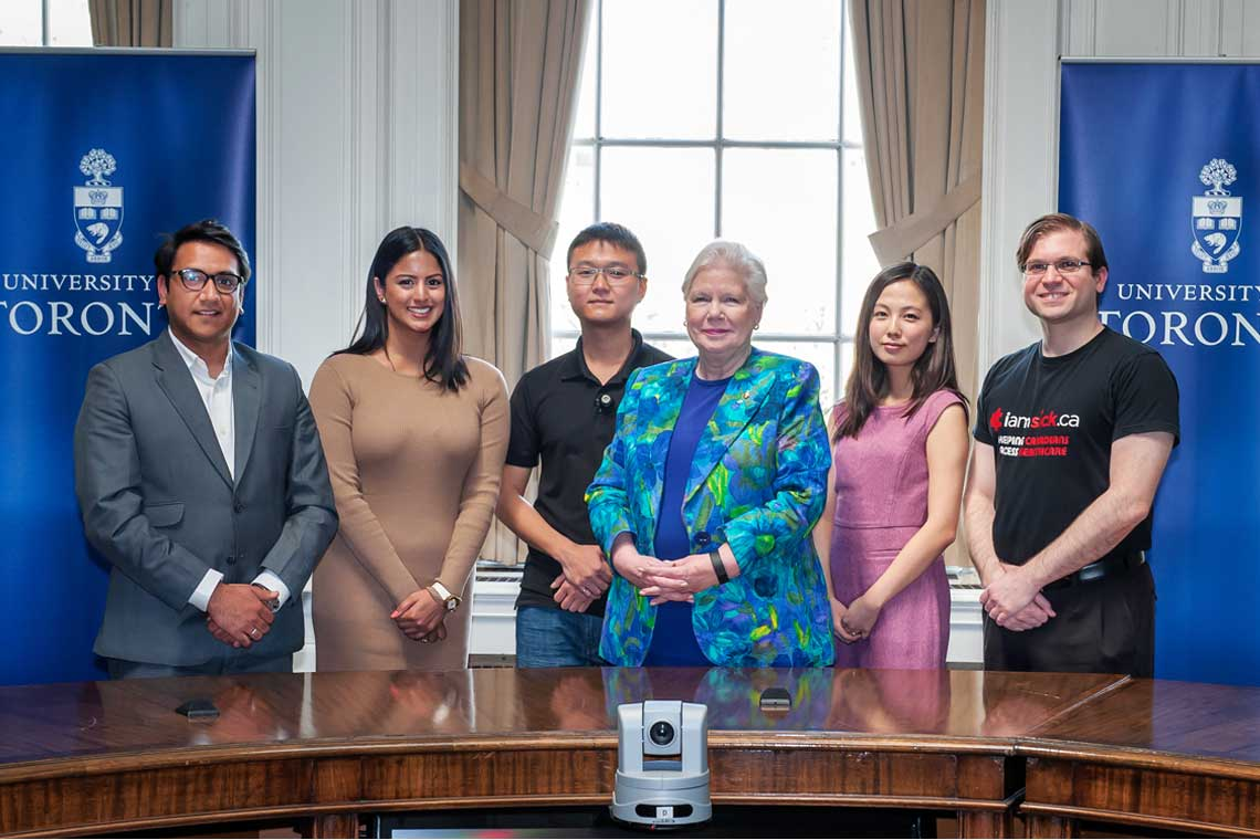 photo of Lieutenant Governor with students