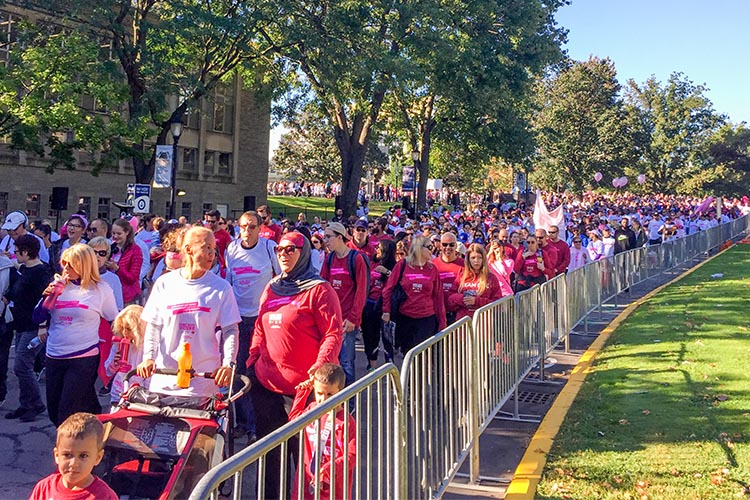 hundreds of participants shown at the U of T campus during the 2017 CIBC Run for the cure