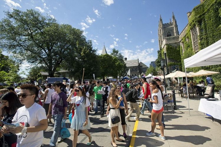 photo of students at Clubs Day