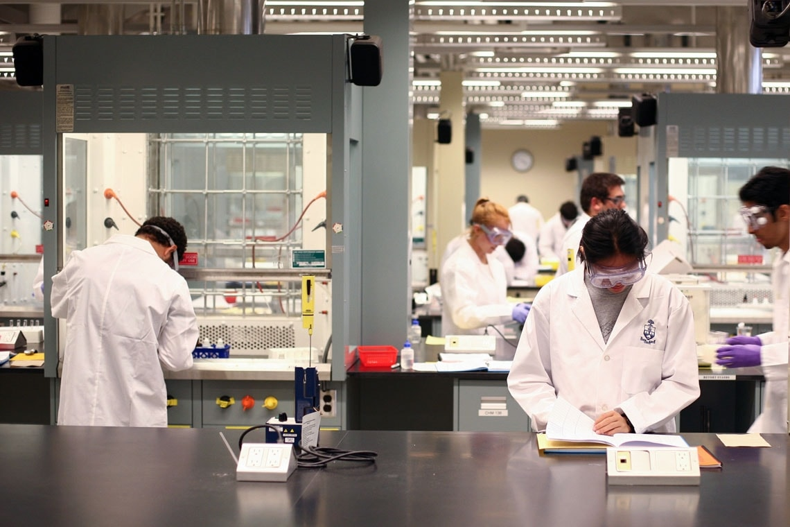 photo of U of T students in lab